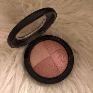 Mac Cosmetics Mineralize Skinfinish in Warm Aura